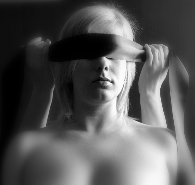 Venda en los ojos objeto sexual
